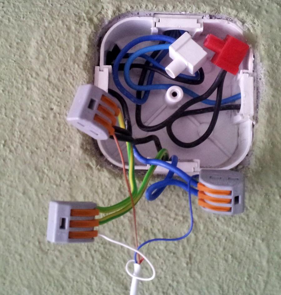 Wyprowadzenie przewodów od włączników